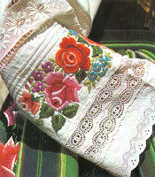 3795e79371d878 Polski strój ludowy - będący, jak wiadomo, ważnym fragmentem dorobku naszej  tradycyjnej kultury chłopskiej - prezentujemy tu jako zjawisko artystyczne,  ...